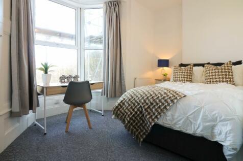 Cheltenham Place, Plymouth, Devon, PL4. 3 bedroom ground floor flat