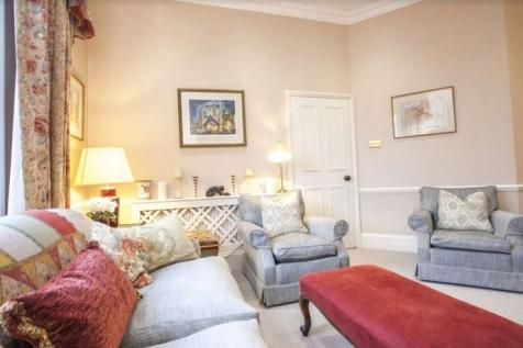 Pembridge Place, London, W2. 2 bedroom flat