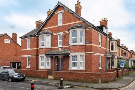 1 x Large Double Room Available Now at Grove Road, St. James, Hereford, HR1 2QR. 5 bedroom house of multiple occupation