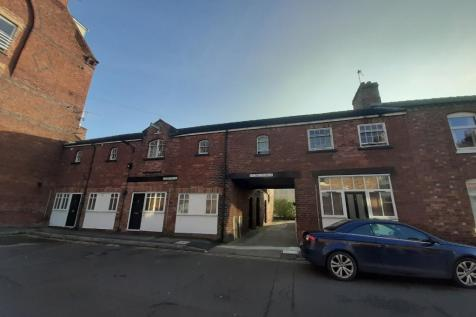 AMBROSE STREET, York, YO10. 5 bedroom maisonette