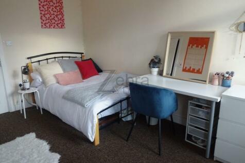 ,. 3 bedroom flat