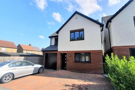 Aubrey Close, DUNSTABLE. 4 bedroom detached house