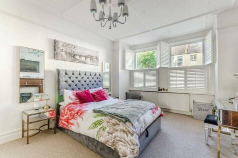 Pendle Road, Furzedown, London, SW16. 2 bedroom flat for sale