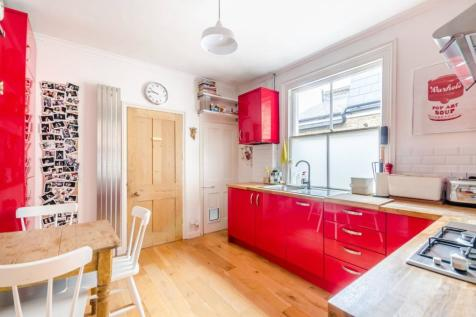 Boundary Road, Colliers Wood, London, SW19. 2 bedroom flat for sale