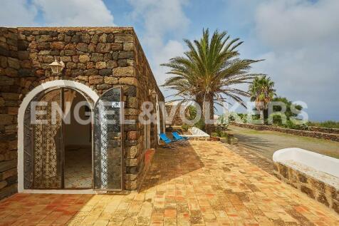 Pantelleria, Trapani, Sicily. 3 bedroom character property