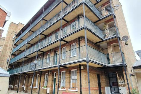 Providence Place, London, N1. 3 bedroom flat