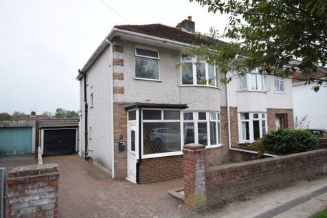 32 Fairfield Road, Bridgend, CF31 3DU. 3 bedroom semi-detached house