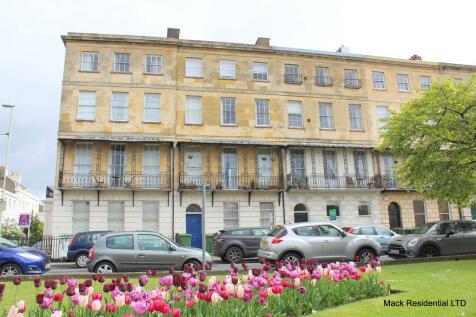 Berkeley Place, Cheltenham. 1 bedroom flat