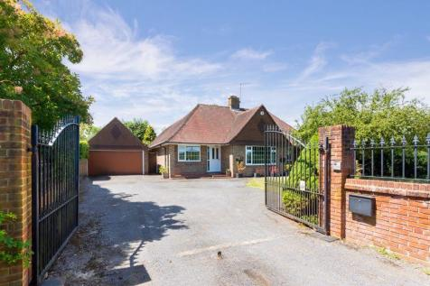 Dayseys Hill, Outwood, Surrey. 3 bedroom detached bungalow for sale