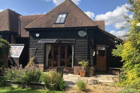 Chaul End Road, Caddington. 3 bedroom barn conversion for sale