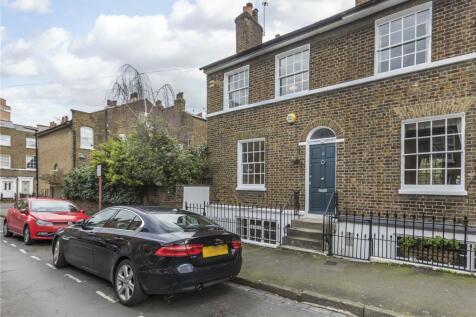 Prior Street, London, SE10. 3 bedroom end of terrace house