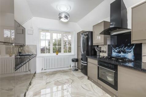 Hardy Road, London, SE3. 5 bedroom flat