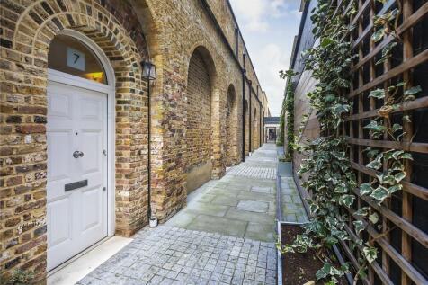 Gun Carriage Walk, Duke of Wellington Avenue, London, SE18. 3 bedroom mews house