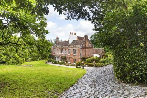 Waldens Road, The Hamlet Of Kevington, Near Orpington, Kent, BR5. 5 bedroom detached house for sale