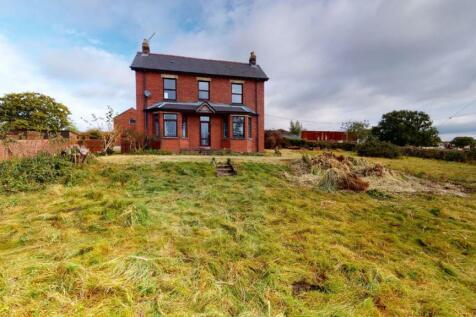 Cefn Perthy Farm, Henllys Way, Coed Eva, Cwmbran, NP44 7AF. 4 bedroom farm house for sale