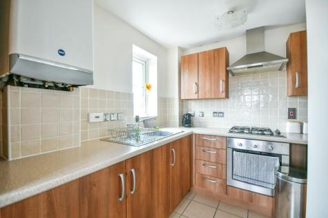 Twickenham Close, SWINDON. 2 bedroom apartment