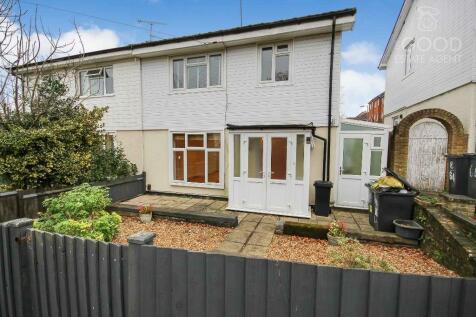 Newmans Lane, Loughton, IG10. 3 bedroom semi-detached house
