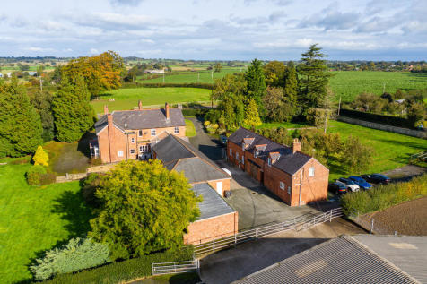 Whitchurch, Shropshire. 6 bedroom farm house for sale