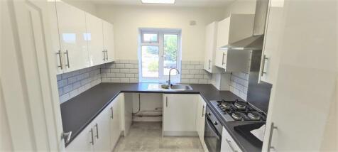 Lydden Court, Restons Crescent, London, SE9. 3 bedroom flat