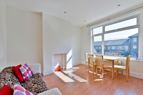 George Lane, Hither Green, SE136RY. 2 bedroom terraced house