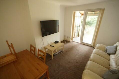 Biggin Hall Crescent, Coventry, CV3 1GS. 4 bedroom semi-detached house