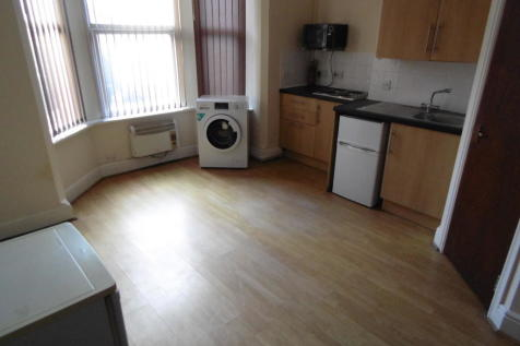 Coundon Road, Coventry, CV1 4AW. Studio flat