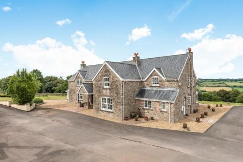 Ridge House Stables. 5 bedroom equestrian facility for sale