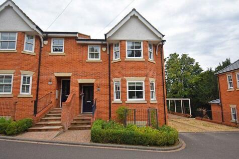 Frances Road, Town Centre. 4 bedroom semi-detached house