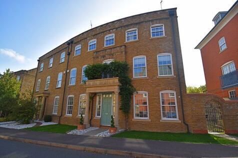 Rockbourne Road, Sherfield Park. 6 bedroom semi-detached villa