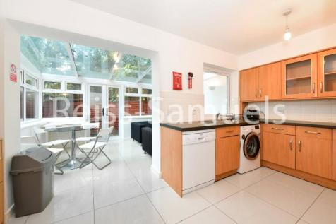 Barnfield Place, London, E14. 5 bedroom town house
