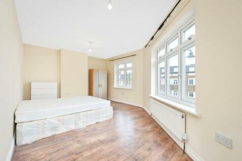 High Street, Twickenham, Middlesex, TW2. 4 bedroom maisonette