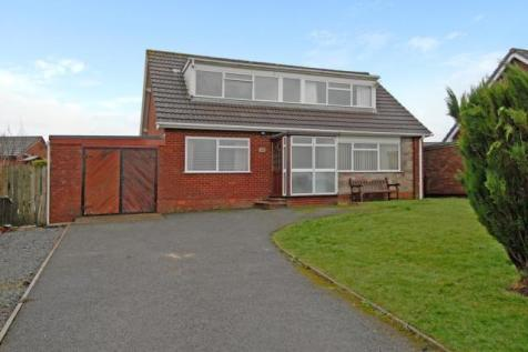 Holcombe Avenue,Llandrindod Wells, Powys,LD1, Mid Wales - Detached Bungalow / 4 bedroom detached bungalow for sale / £175,000