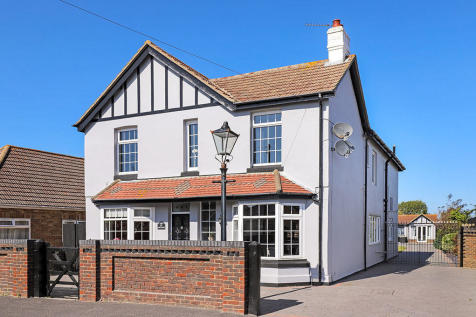 Hayling Island, Hampshire. 5 bedroom detached house for sale