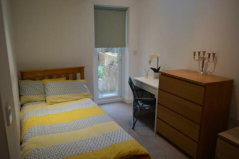 Vicarage Park, London. 1 bedroom flat share