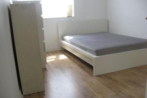 Three Double Bedroom Flat with Lounge- E1. 3 bedroom flat