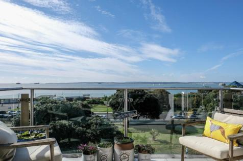 Seaview Apartments, South Parade, Southsea, PO5. 2 bedroom flat for sale