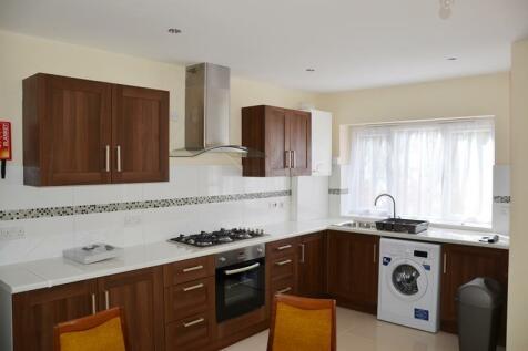 Royal Lane, Hillingdon, UB8. 4 bedroom detached house