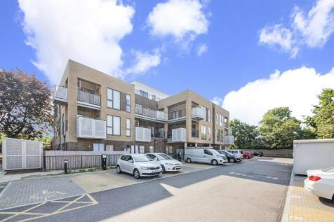 Rectory Field Crescent London SE7. 3 bedroom flat for sale