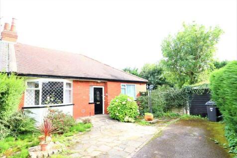 Kew Gardens, Penwortham. 3 bedroom semi-detached bungalow for sale