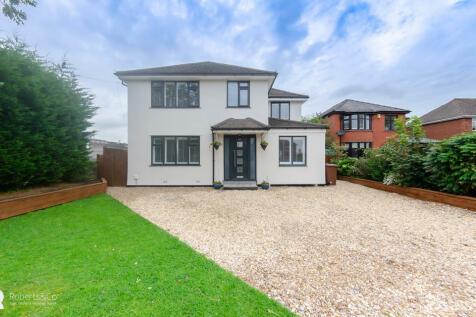 Liverpool Road, Penwortham. 4 bedroom detached house