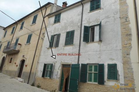 Salcito, Campobasso, Molise. 5 bedroom town house for sale