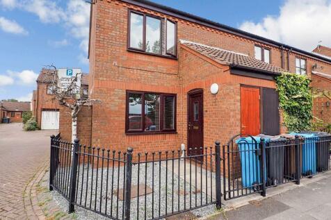 Wellington Street West, Marina, Hull, HU1 2DG. 2 bedroom apartment for sale