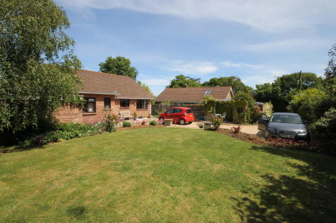 Shalfleet, Isle of Wight. 3 bedroom detached bungalow