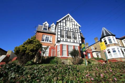 Palmerston Road, Westcliff-On-Sea. 2 bedroom flat