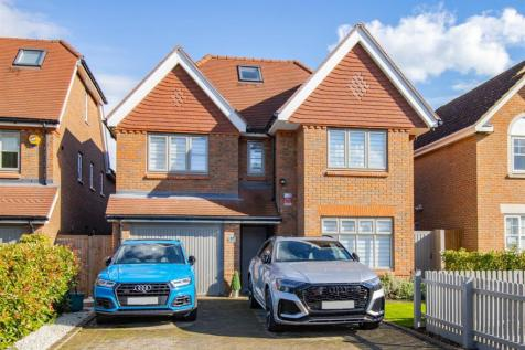 Long Fallow, St. Albans. 5 bedroom detached house