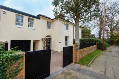 Elstree Road, Bushey. 3 bedroom cottage for sale