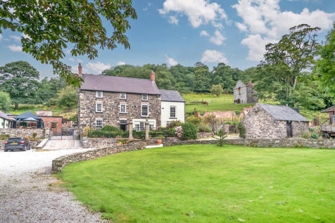 Holywell Road, Rhuallt. 6 bedroom detached house for sale