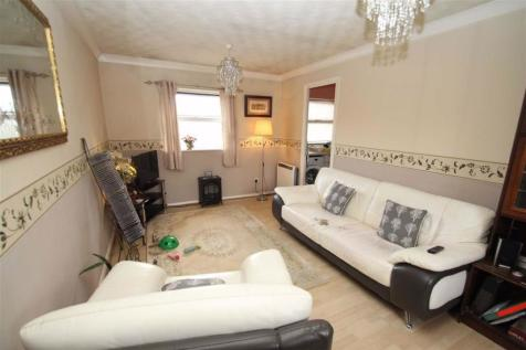 Chigwell Lane, Loughton, Essex. 1 bedroom flat for sale