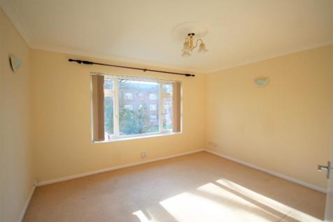 Broadway Close, Woodford Green, Essex, IG8. 2 bedroom flat
