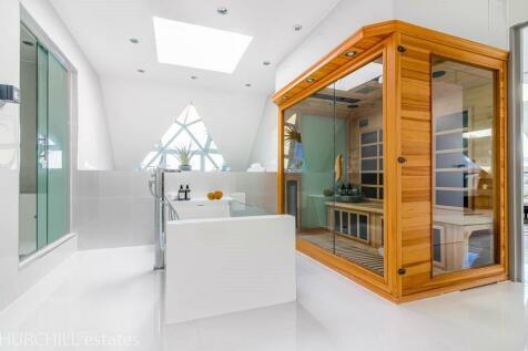 Glebelands Avenue, London, E18. 2 bedroom penthouse for sale
